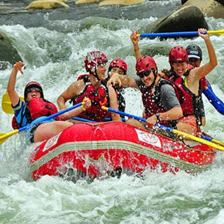 Vivez toute l'explosion et l'excitation associées au rafting en eau vive!